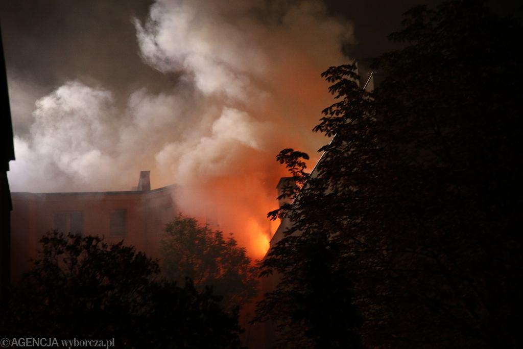 Pożar w Wawrze. Mężczyzna miał odpalić pudełko fajerwerków w piwnicy [zdjęcie ilustracyjne]