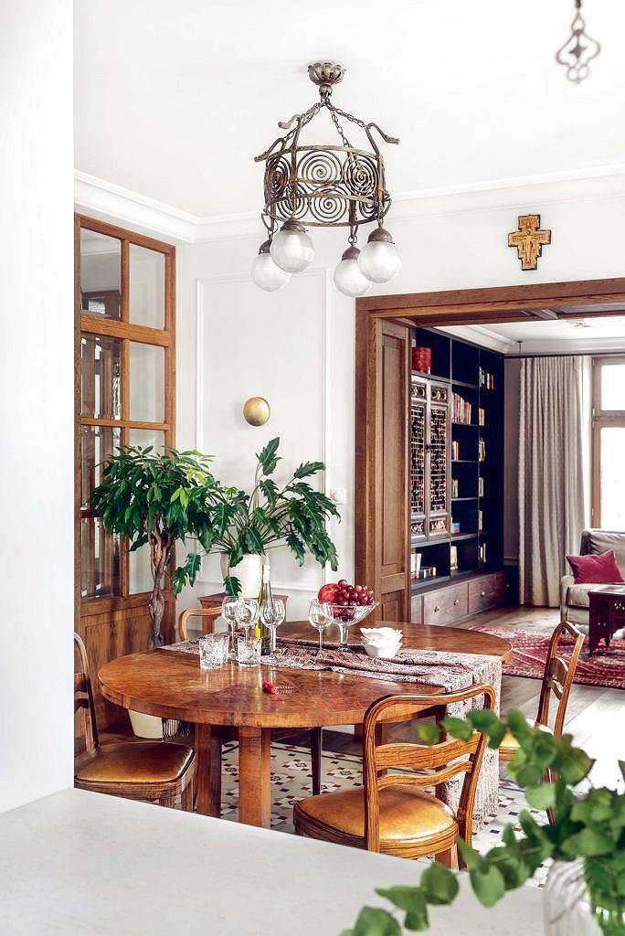 Mieszkanie pełne orientalnych mebli i dodatków
