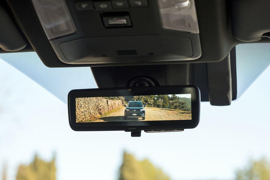Elektroniczne lusterko w nowej Toyocie RAV4