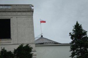 Budżet '2016. PiS dokłada w Sejmie pieniędzy swoim. Więcej dla Kościoła i IPN