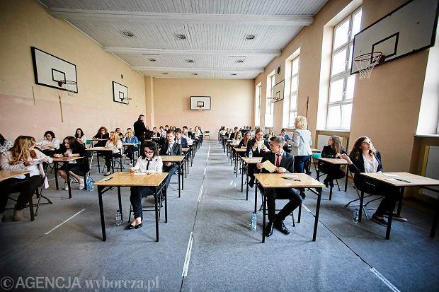 9 maja chętni maturzyści napiszą egzamin z matematyki na poziomie rozszerzonym, a także egzamin z filozofii.