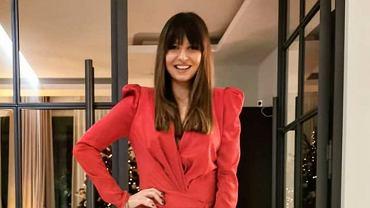 Anna Lewandowska pokazała ciążowy brzuszek w obłędnej, czerwonej sukience. Kreacja jest idealna na święta!
