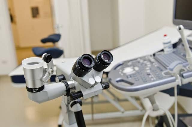 Kolposkopia służy nie tylko rozpoznawaniu w drogach rodnych kobiety. Bywa wykorzystywana przy diagnozowaniu niektórych schorzeń w obrębie odbytu, ujścia cewki moczowej, a także nabłonka prącia