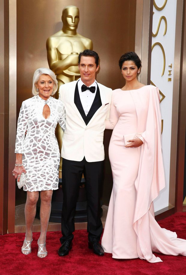 "Matthew McConaughey, best actor nominee for his role in ""Dallas Buyers Club"", and his wife Camila Alves McConaughey and mother Mary Kathleen McCabe pose at the 86th Academy Awards in Hollywood, California March 2, 2014. REUTERS/Lucas Jackson (UNITED STATES TAGS: ENTERTAINMENT) (OSCARS-ARRIVALS)"