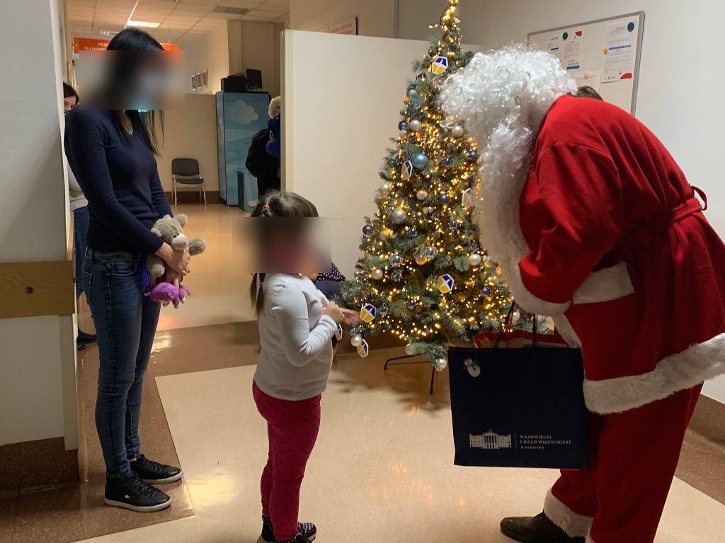 Konstanty Radziwiłł został św. Mikołajem. Dzieciom chorym na raka podarował gry o żołnierzach wyklętych