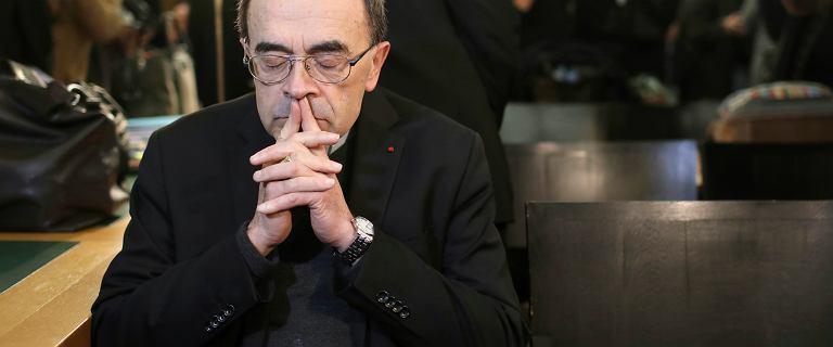 Papież nie przyjął dymisji kardynała, który chronił księdza pedofila