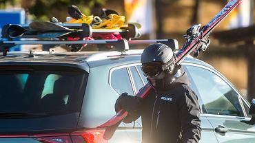 Jak przewieźć bezpiecznie sprzęt narciarski?