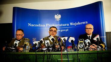 Dwa lata temu Naczelna Prokuratura Wojskowa podczas konferencji deklarowała, że śledztwo może zostać zamknięte nawet bez wraku. Dzisiaj prokuratorzy zostali skierowani do odległych jednostek, nie wiadomo, kto zajmie ich miejsce