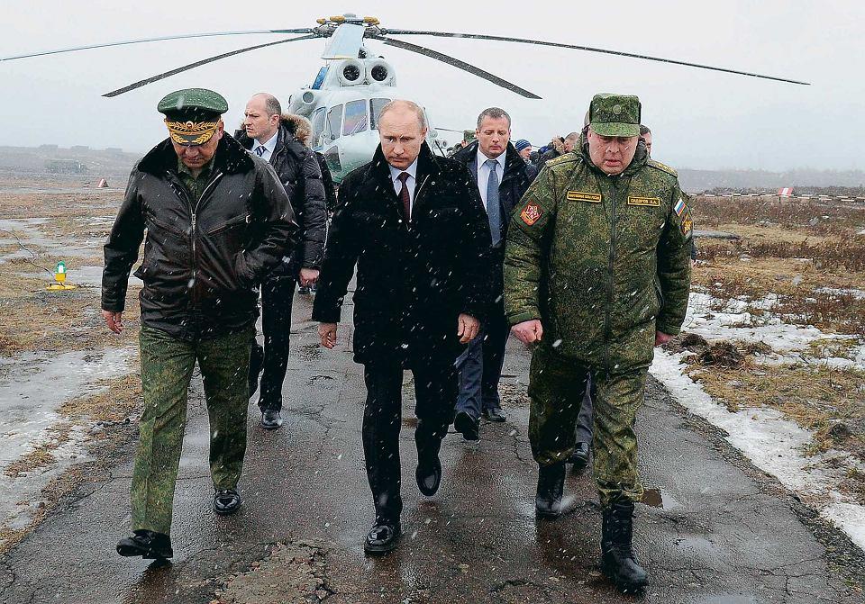Władimir Putin, Siergiej Shoigu i Anatolij Sidorow