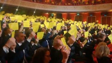 Gest poparcia dla Olega Sencowa podczas gali Orłów