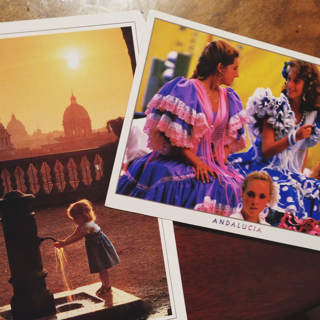 Ale kartki wciąż wysyłamy. Dwa razy do roku! / fot. Agata Uhle