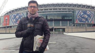 Leszek Bartnicki przed stadionem Wembley