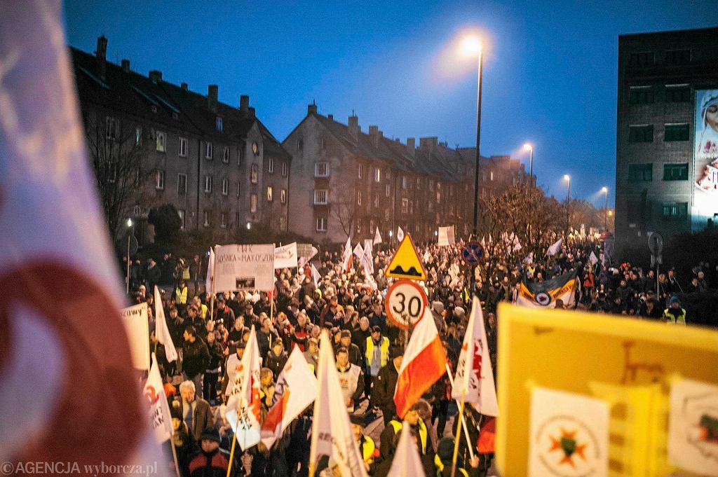 Zabrze. 17 stycznia zeszłego roku. Protesty górników przeciwko rządowemu planowi restrukturyzacji górnictwa.