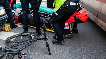 Wrocław. Taksówkarz potrącił rowerzystę (zdjęcie ilustracyjne)