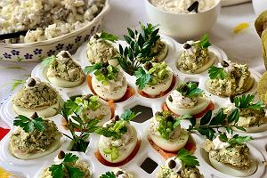 Śniadanie wielkanocne - kiedy się je organizuje i co na nie zaserwować? Podpowiadamy