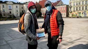 Koronawirus. Ważna informacja dla pracujących w Czechach. Od czwartku maseczki są obowiązkowe