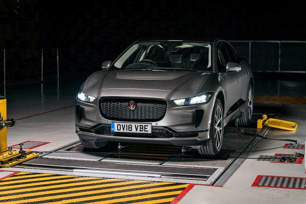 Kosztowna naprawa elektrycznego Jaguara I-Pace. Dziura nie wiadomo skąd za 160 tys. zł