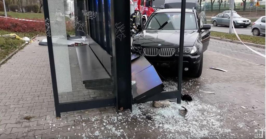 Pijany kierowca wjechał w ludzi na przystanku w Kielcach