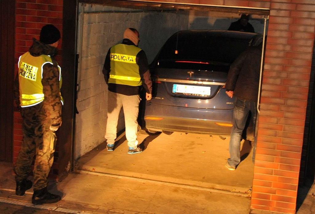 Policjanci odnaleźli skradzioną po raz drugi teslę