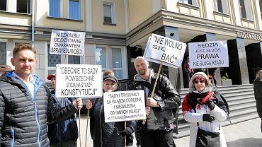 Pikieta KOD pod Sądem Okręgowym w Białymstoku