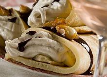 Pankejki cynamonowe z sosem czekoladowym - ugotuj