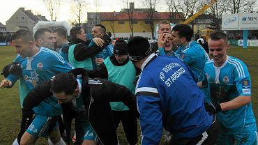 Radość Błękitnych po wygranej z Cracovią