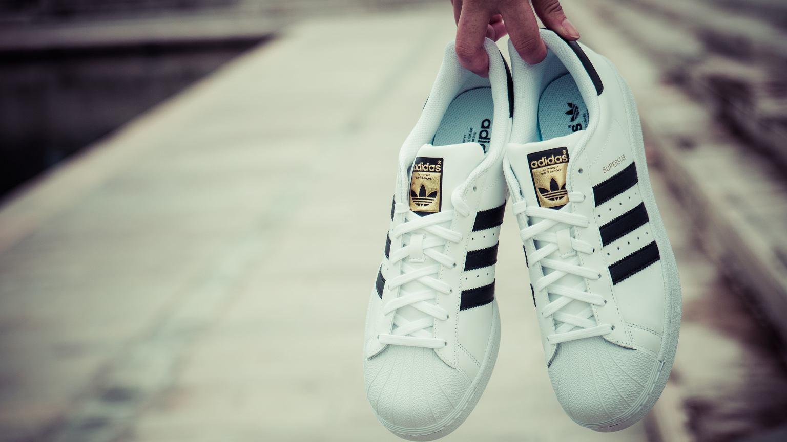 3b47f9d012843 Adidas Superstar - legenda miejskiego stylu. Wybrałyśmy modele do  codziennych stylizacji