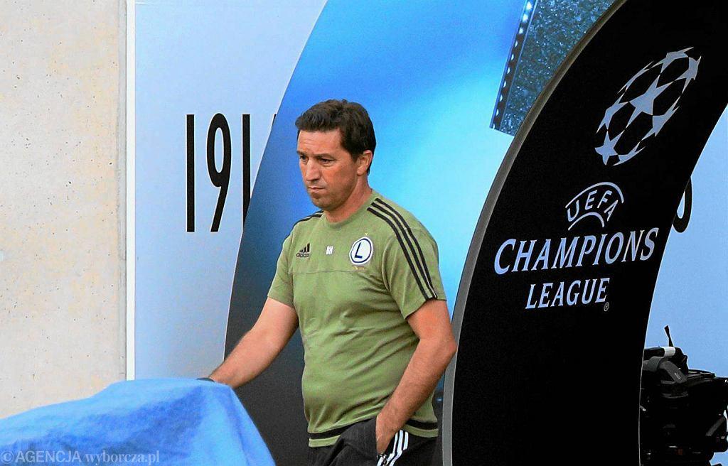 Besnik Hasi na treningu przed meczem Legia Warszawa - Borussia Dortmund w Lidze Mistrzów