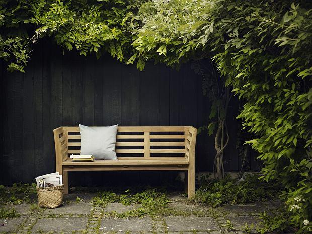 Nowoczesna drewniana ławka ogrodowa