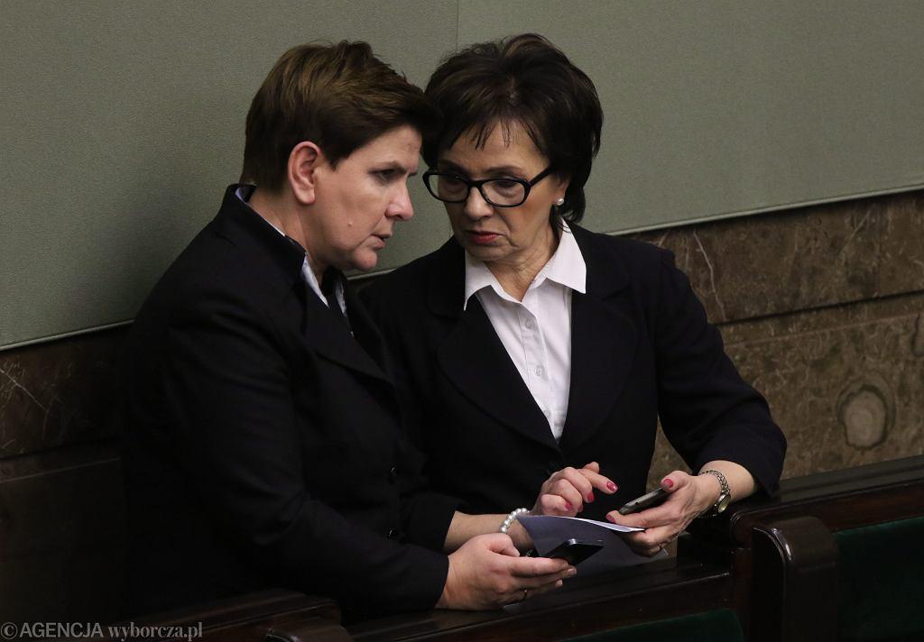 18.11.2015 Warszawa , Sejm . Premier Beata Szydło i rzecznik Elżbieta Witek podczas debaty po expose .