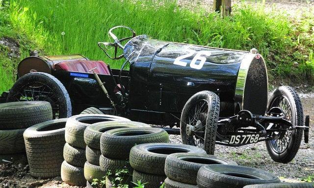 Bugatti T13 rozbite podczas Prescott Speed Hill Climb w Winchcombe, w hrabstwie Gloucestershire