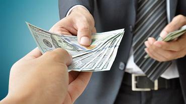 Większość długów na świecie jest w dolarach amerykańskich