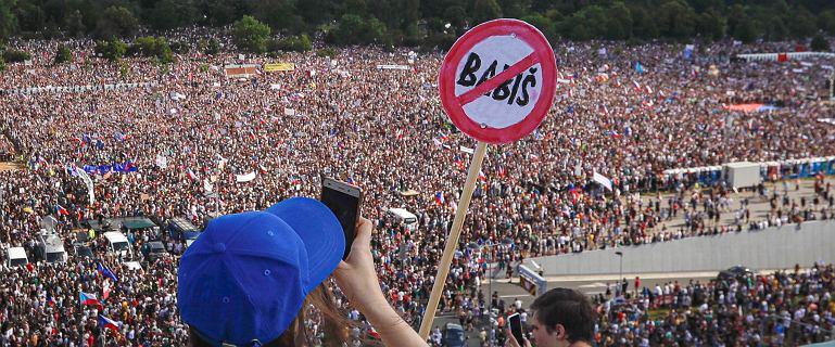 Ogromne antyrządowe protesty w Pradze. Czesi domagają się dymisji Babisza