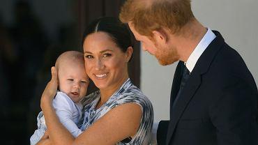 Syn Meghan i Harry'ego obchodzi drugie urodziny. Rodzina królewska złożyła życzenia Archiemu. Internauci zdziwieni