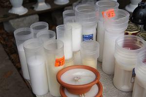 Wiązanki, wieńce, stroiki, znicze - ile w tym roku wydamy na Wszystkich Świętych
