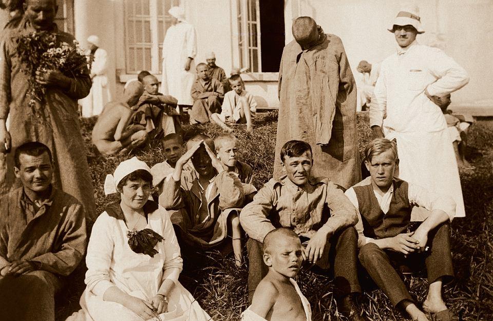 W latach 1951-78 w Kobierzynie działał nawet oddział dziecięcy. W roku 1953 utworzono przedszkole i szkołę, by najmłodszych pacjentów leczyć nie tylko farmakologicznie, ale też poprzez naukę i 'reedukację'