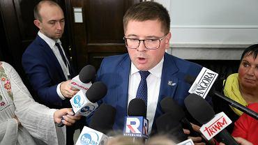Wybory samorządowe 2018 w Kutnie. Tomasz Rzymkowski (Kukiz'15) przypomniał w programie 'Minęła 8' słowa kandydata Koalicji Obywatelskiej