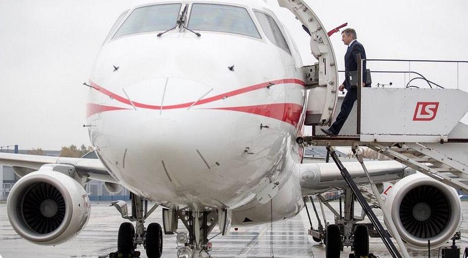 Marek Kuchciński wsiadający do samolotu