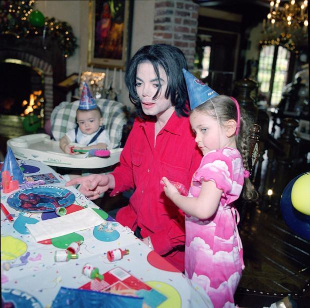 Never-before-seen pictures of Michael Jackson and his children Prince, Paris and Blanket. The Jackson family are also seen posing with former US President Bill Clinton. Jackson's two eldest children, Prince Michael and Paris, are photographed posing with their mother Debbie Rowe.**Premium rates apply to this set**    Pictured: Michael Jackson and daughter Paris         World Rights