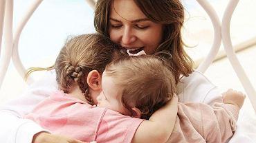 """Anna Lewandowska wrzuciła urocze zdjęcie córek z okazji Dnia Ojca. """"Dla nas jesteś światem"""". Laura szeroko się uśmiecha!"""
