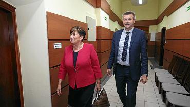 Kielce, 9 listopada 2018. Danuta Papaj i Bogdan Wenta wchodzą do sekretariatu prezydenta Kielc