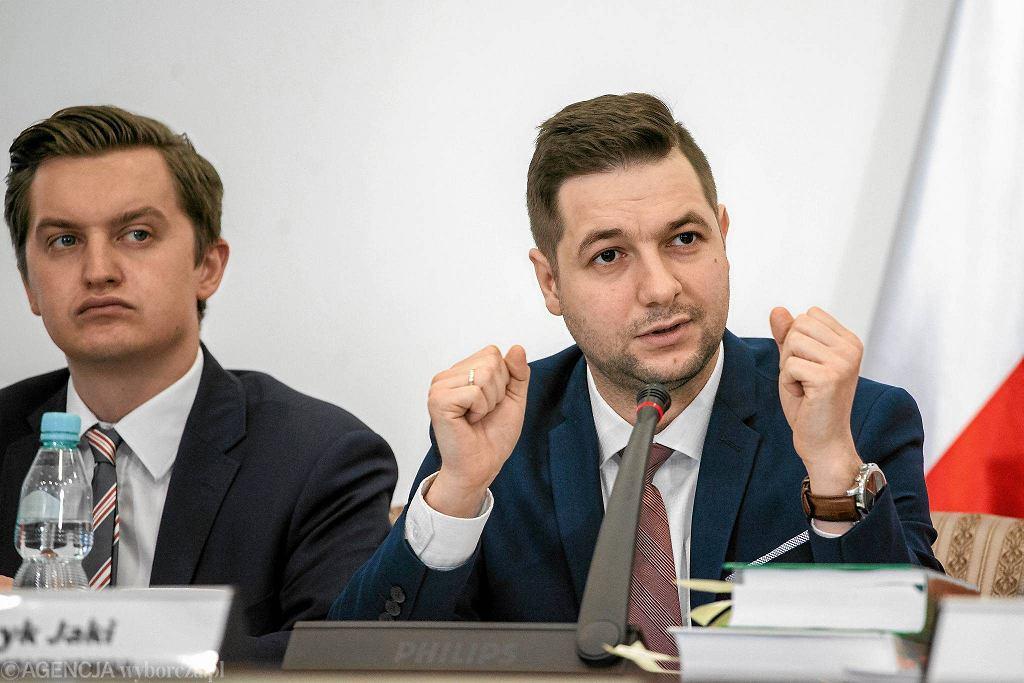 Przewodniczący Patryk Jaki podczas posiedzenia komisji ds. usuwania skutków prawnych decyzji reprywatyzacyjnych dotyczących nieruchomości warszawskich , wydanych z naruszeniem prawa. Warszawa, 29 czerwca 2017