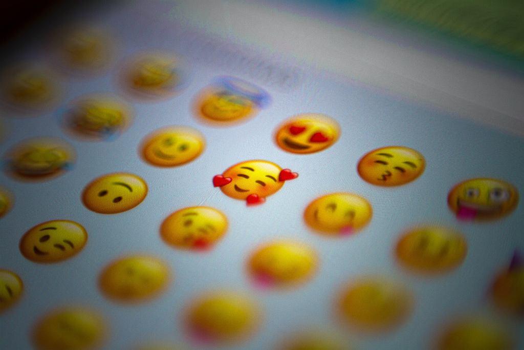 Poznaliśmy najbardziej popularne emotki. 'Antidotum na bycie postrzeganym jako palant'