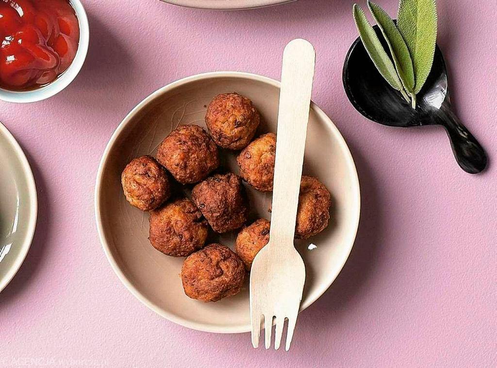 Wielu Polaków przygotowuje mięsne klopsiki szwedzkie kottbullar w domu - są proste i smaczne. Czy da się je przygotować bez mięsa?