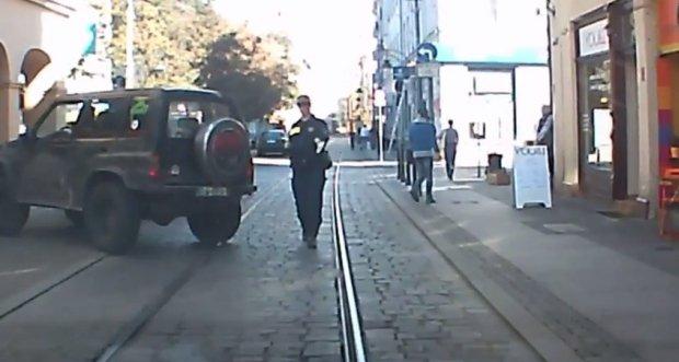 Interwencja straży miejskiej we Wrocławiu. Kadr z filmu:
