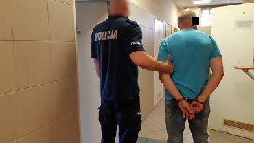 Warszawa. Podczas kłótni 62-latek najprawdopodobniej zadał sąsiadowi kilka ciosów nożem. Miał 2 promile
