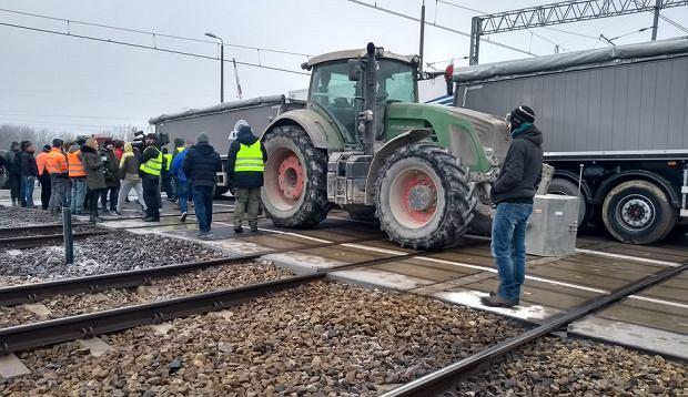 Firmy, którym Astaldi nie zapłaciło za pracę, zablokowali tory pod Pruszkowem