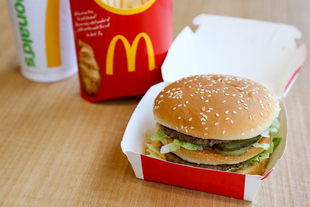 Wielu fanów jedzenia w McDonald's ubolewa nad tym, że sieciówka nie sprzedaje sosów, które dodaje do słynnych kanapek.