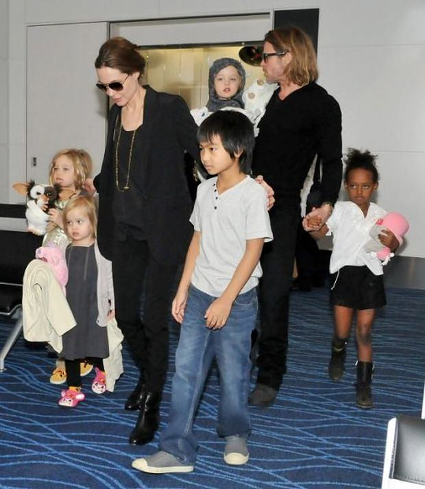 WORLD RIGHTS NO USA, FRANCE, AUSTRALIA.     Actor Brad Pitt and Angelina Jolie are shown with their six children Shiloh, Vivienne, Maddox, Knox, Zahara, Pax (not shown) at Haneda International Airport as they leave Tokyo, Japan. 10/11/2011    BYLINE UPI/BIGPICTURESPHOTO.COM:     REF:938 (KM)    USAGE OF THIS IMAGE OR COPY WRITTEN THAT IS BASED ON THE CAPTION, IS CONDITIONAL UPON THE ACCEPTANCE OF BIG PICTURES'S TERMS AND CONDITIONS, AVAILABLE AT WWW.BIGPICTURESPHOTO.COM    STRICTLY NO MOBILE PHONE APPLICATION OR ?APPS? USE WITHOUT PRIOR AGREEMENT *** Local Caption ***