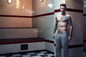 Beckham w bieliźnie H&M: o pieniądze się nie martwi